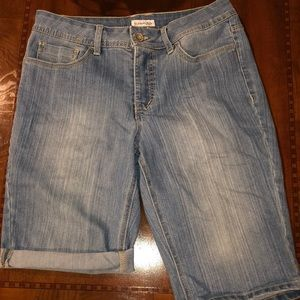 NWOT St. John's Bay Denim Shorts. Size 10